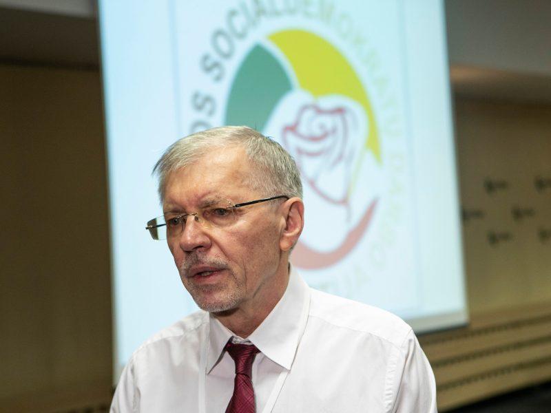 """""""Socialdarbiečiai"""" pristatė kandidatų sąrašą: tikisi 15 vietų Seime"""