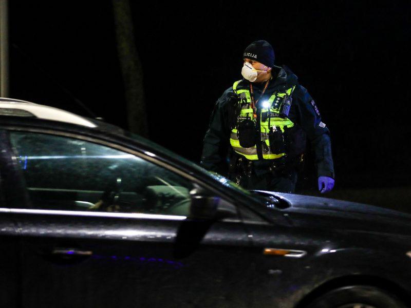 Naktį – mirtina nelaimė: automobilis pervažiavo ant kelio gulėjusį paauglį