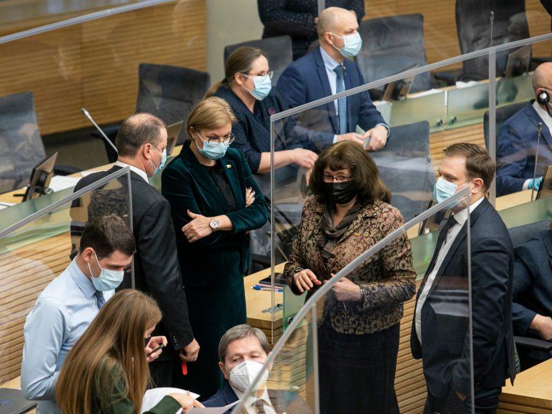 Seimo opozicija reikalauja grįžti prie įprastos balsavimo tvarkos