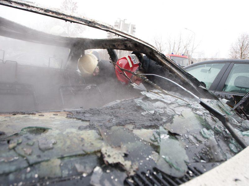 Vilniuje susprogdintas automobilis, Kėdainiuose – padegtas