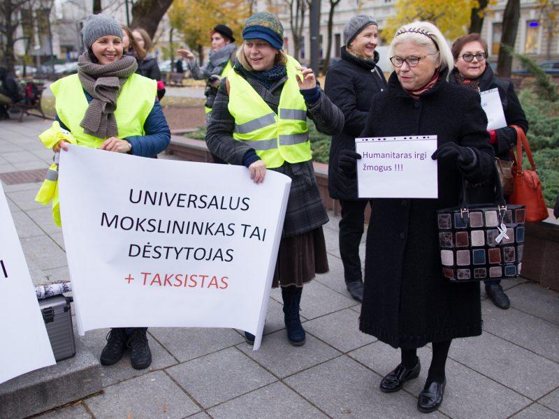 Dėstytojų atlyginimai išaugo vidutiniškai 200 eurų, tyrėjų – dar daugiau