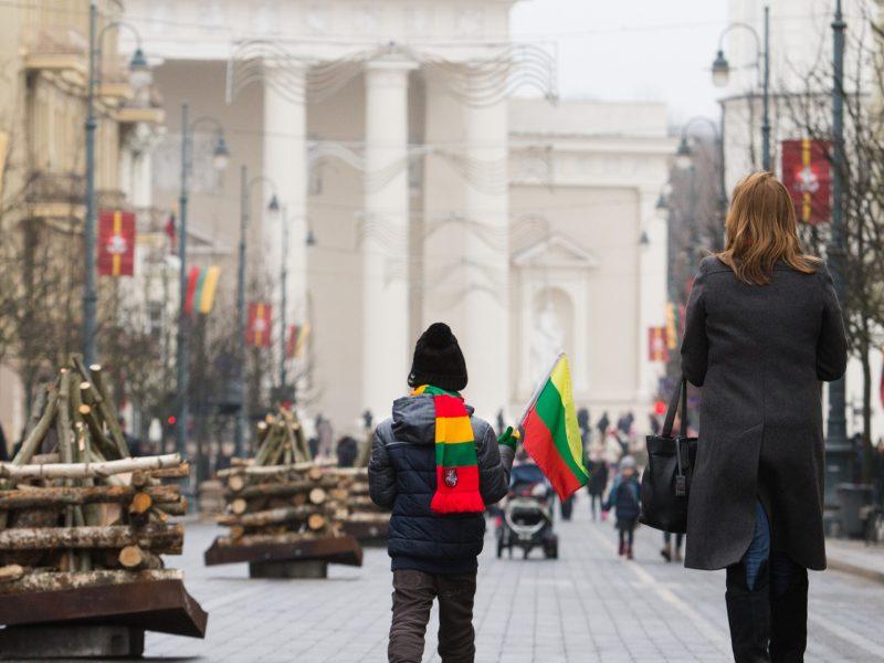 Seimas išplėtė dvigubos pilietybės galimybes vaikams