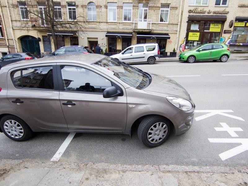 """Daugėja """"Tėvelių stotelių"""": ar vairuotojai jas naudoja pagal paskirtį?"""
