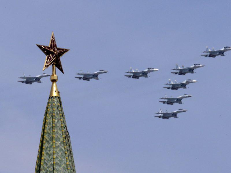 NATO naikintuvai šešis kartus kilo atpažinti ir lydėti Rusijos orlaivių