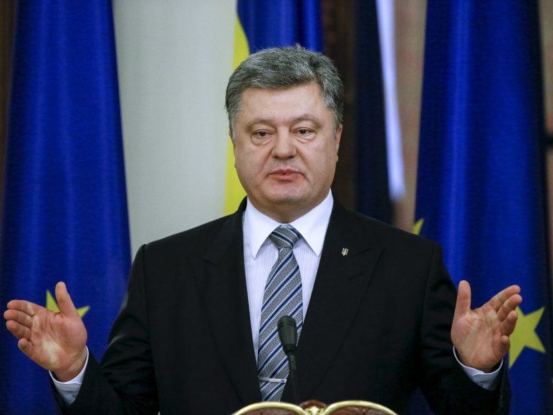 P. Porošenka pasirašė Ukrainos siekį įstoti į ES ir NATO įtvirtinančias pataisas