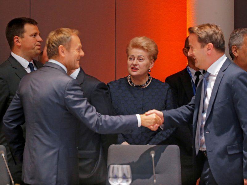 Pailsėję ES lyderiai tęsia derybas dėl svarbiausių postų