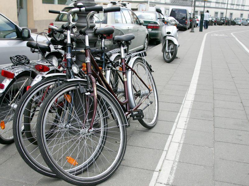 Prie pagrindinių šalies kelių ruošiamasi tvarkyti dviračių takus