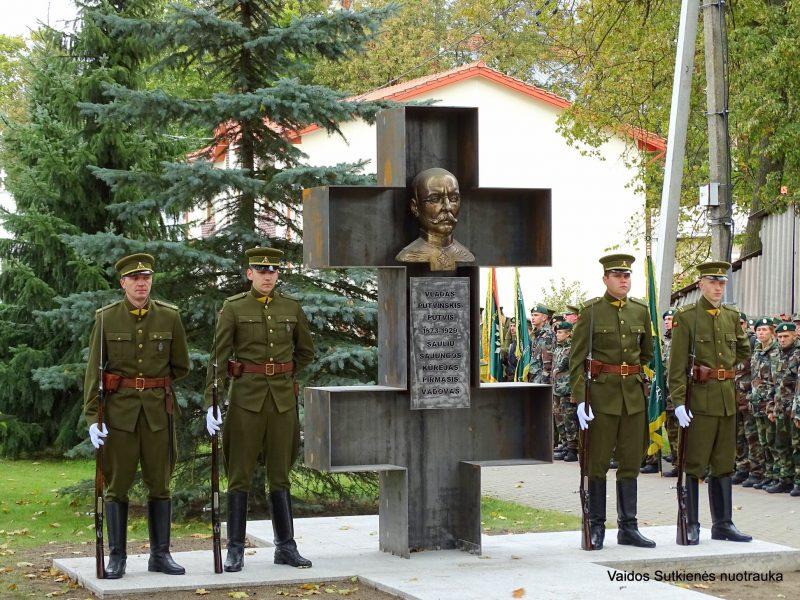 Kelmėje atidengtas paminklas Šaulių sąjungos įkūrėjui V. Putvinskiui