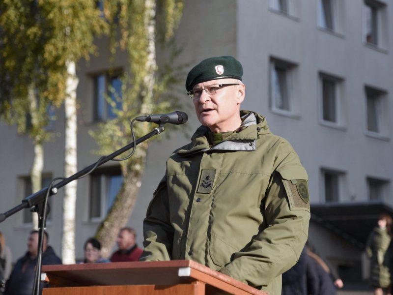 Karo akademijos viršininkas baigia tarnybą kariuomenėje