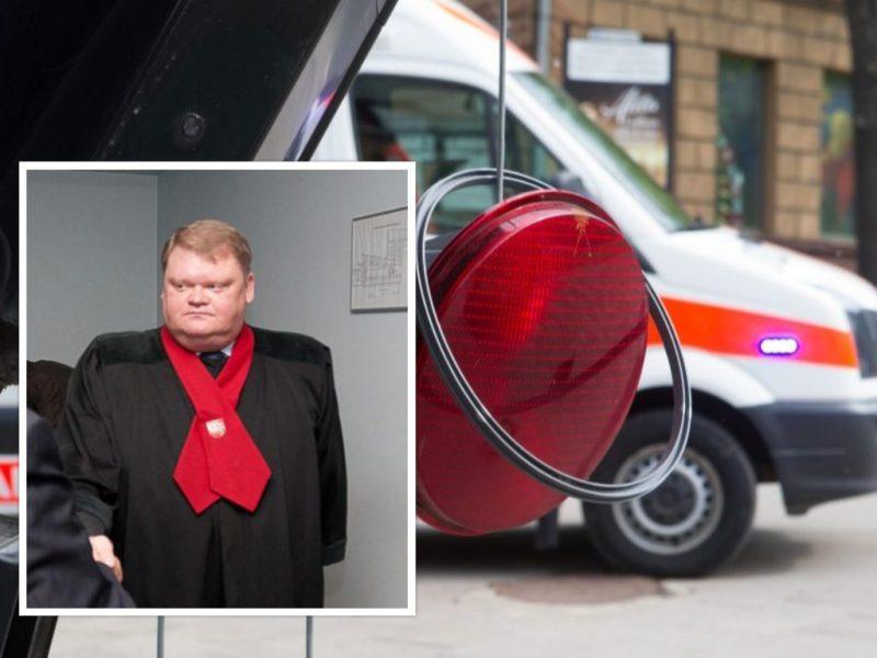 Girtutėlis prokuroras Vilniuje rytą sukėlė avariją: rėžėsi į šviesoforą