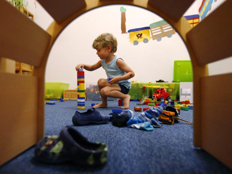 Vaikus kankinti vežant į darželius – ne nusikaltimas