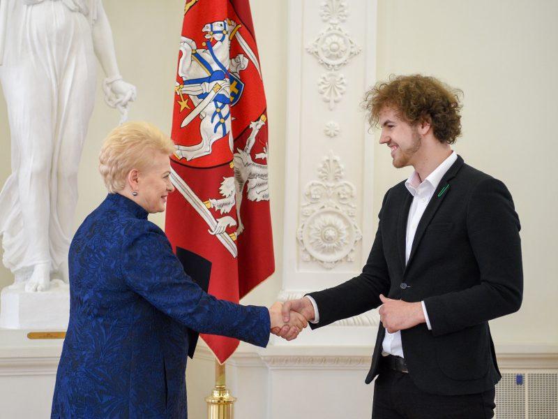 """""""Lietuvos tūkstantmečio vaikų"""" nugalėtojai – Prezidentūroje"""
