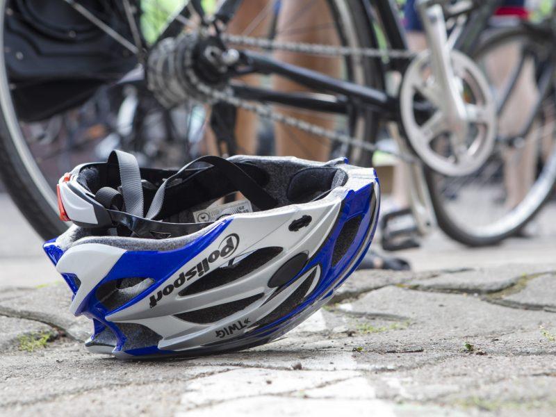 Nelaimė sostinėje: partrenktas dviratininkas