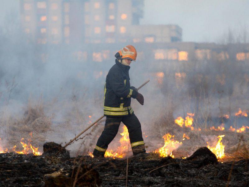 Vilniaus mieste ir rajone – reidai dėl žolės deginimo