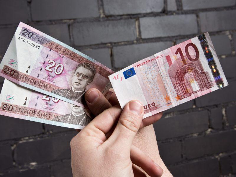 Parduotuvės dėl euro virto keityklomis