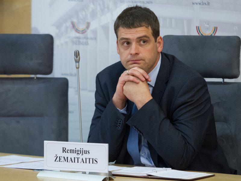 """""""Valstiečiai"""" kaltina R. Žemaitaitį galimu interesų konfliktu"""