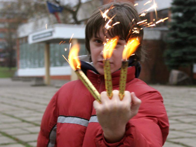 Vilniuje petarda nutraukė vyrui dalį pirštų