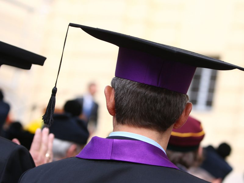 """Lietuvoje rengiamasi įvesti visuotinį """"nemokamą bakalaurą""""?"""