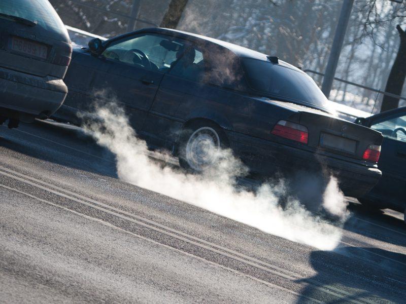 G. Nausėda – prieš taršių automobilių apmokestinimą Lietuvoje