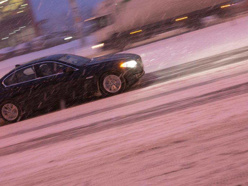 Naktį eismo sąlygas sunkins plikledis ir sniegas