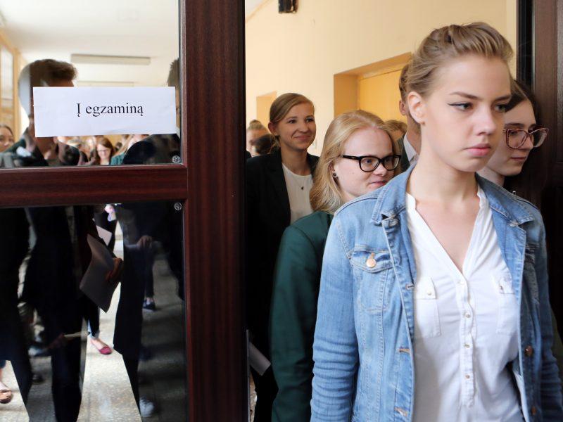Abiturientai pradeda brandos egzaminų sesiją