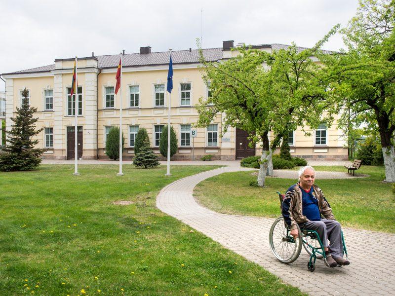 Neįgaliesiems net pas medikus patekti – problema
