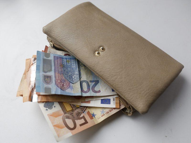 Premjeras žada, kad biudžetininkų algos kils iš papildomų resursų