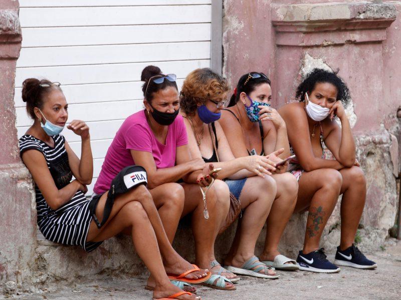 """PSO perspėjo: reikėtų tikėtis """"labai ilgos"""" koronaviruso pandemijos"""