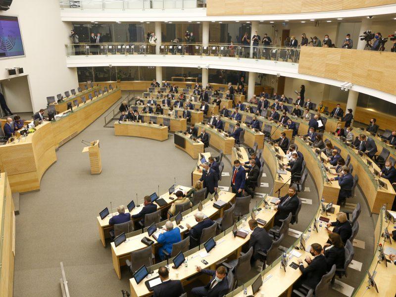 Dėl techninių trukdžių Seimas nutraukė nuotolinį posėdį, kitą savaitę rinksis gyvai