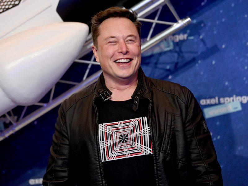 """JAV agentūra pripažino: NASA teisėtai pasirinko """"SpaceX"""" skrydžiui į Mėnulį"""