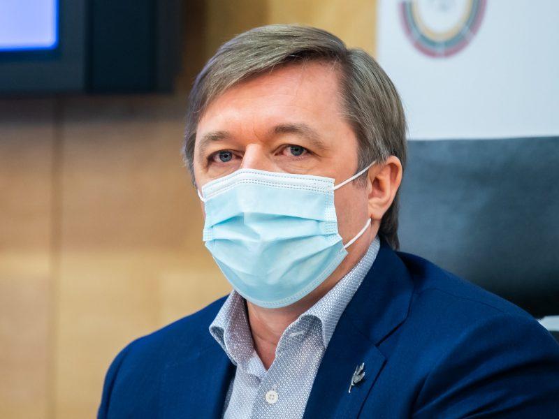 Opozicijos atstovai dėl neigiamo COVID-19 testo grįžtant į Lietuvą kreipėsi į KT
