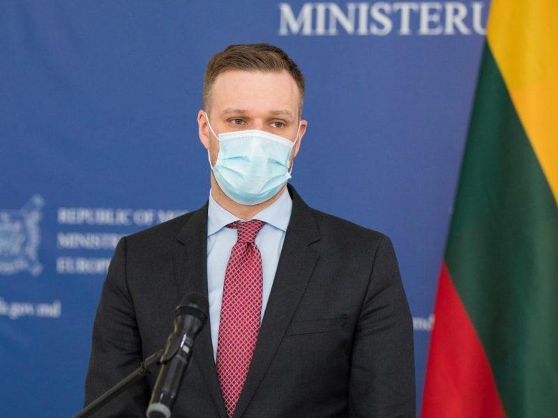 Solidarizuodamasi su čekais Lietuva išsiunčia du rusų diplomatus