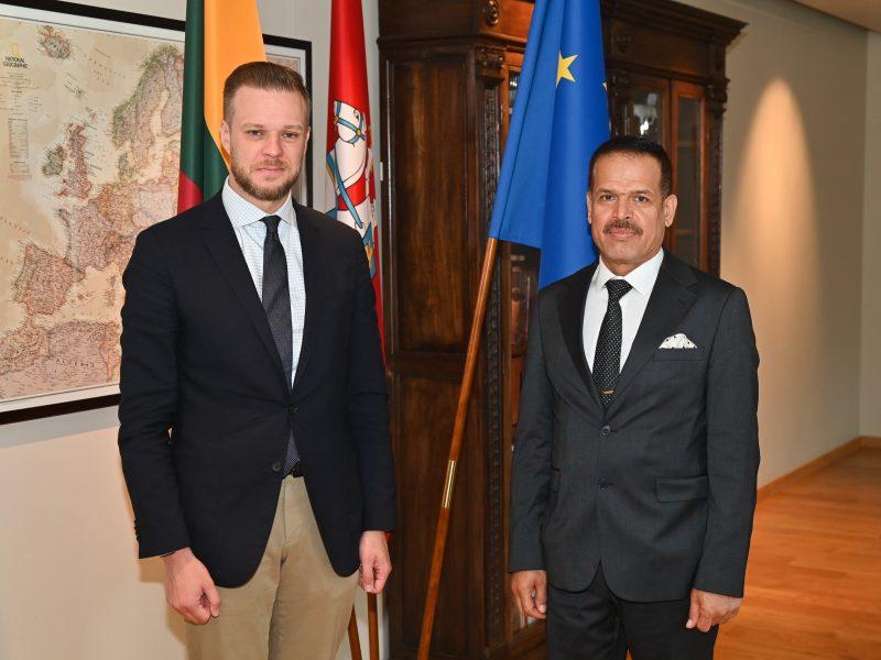 Lietuvoje darbo vizito atvykę Irako diplomatai susitinka su ministerijų atstovais