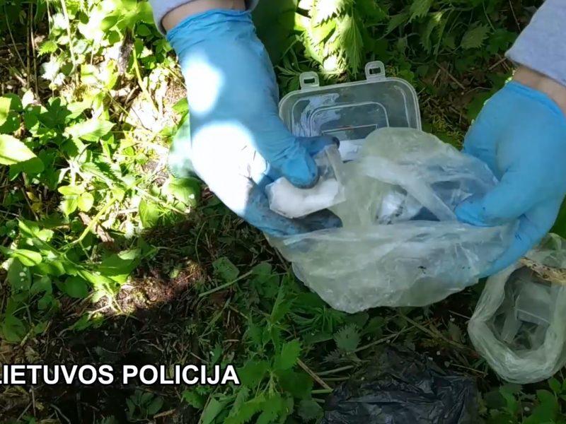 Pareigūnai sulaikė dvidešimtmetę narkotikų prekeivę: gresia ilgi metai belangės