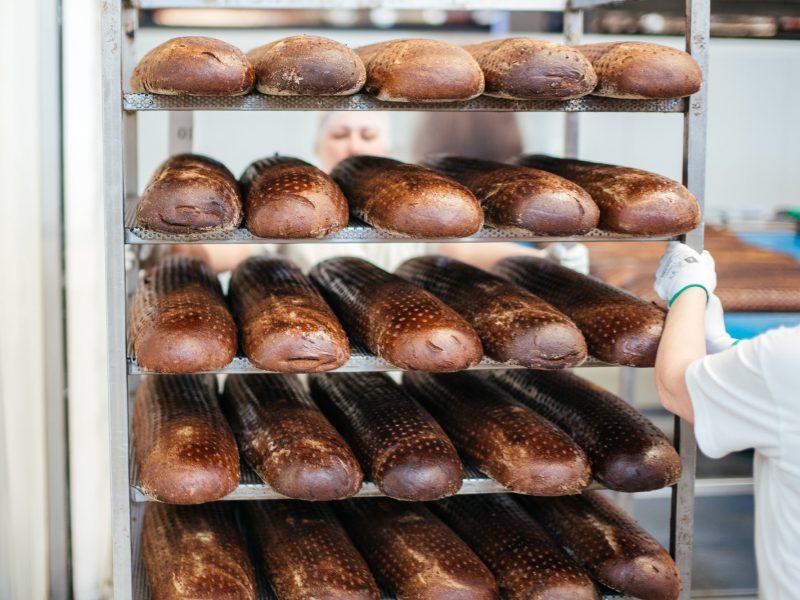 """""""Vilniaus duona"""" iš sutaupytų pinigų kelia algas darbuotojams"""