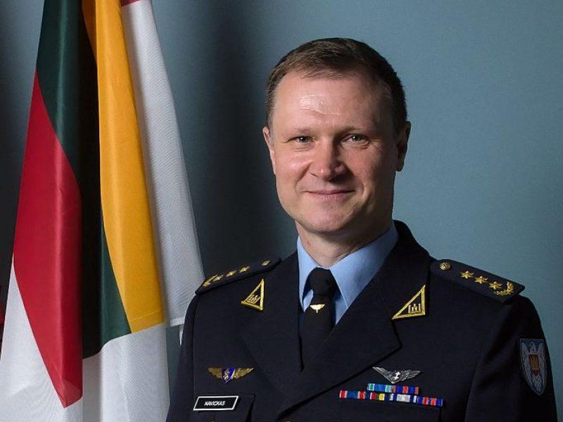 Nuo pareigų nušalintas Karinių oro pajėgų vadas pasiskundė teismui