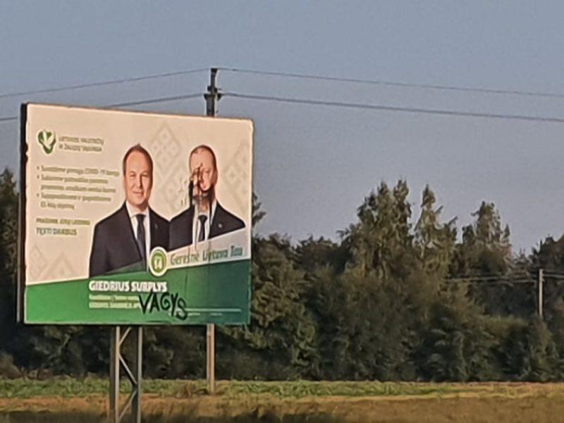"""Šakių rajone sugadintas LVŽS plakatas: ant politikų portretų užrašas – """"vagys"""""""