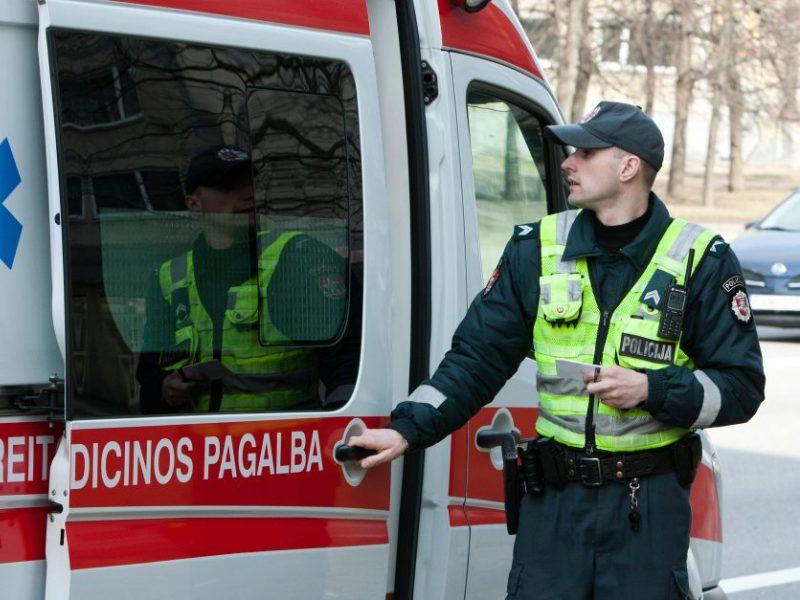 Iš namo Vilniuje rūko dūmai: į medikų rankas perduoti trys žmonės