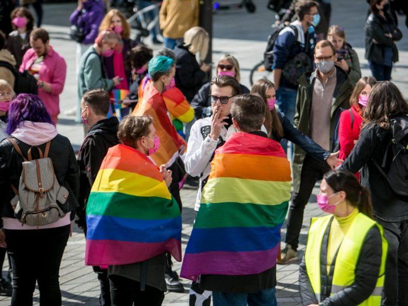EP ragina pripažinti tos pačios lyties asmenų santuoką ir partnerystę