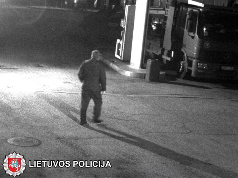 Pareigūnai aiškinasi vagystę degalinės teritorijoje: prašo atpažinti vyrą nuotraukoje
