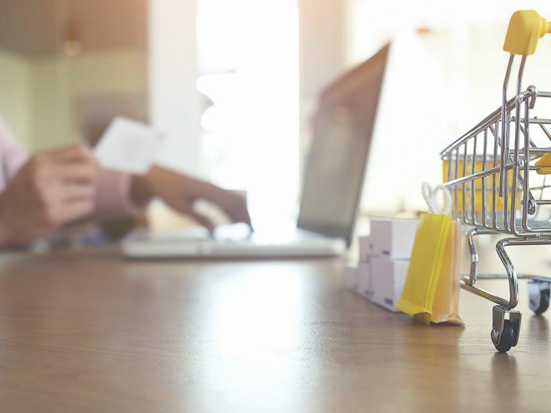 Įprotis apsipirkti internetu – šalutinis karantino poveikis