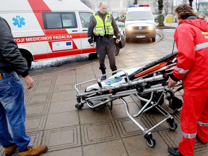 Vilniuje – trijų automobilių ir autobuso avarija: vienas žmogus perduotas į medikų rankas