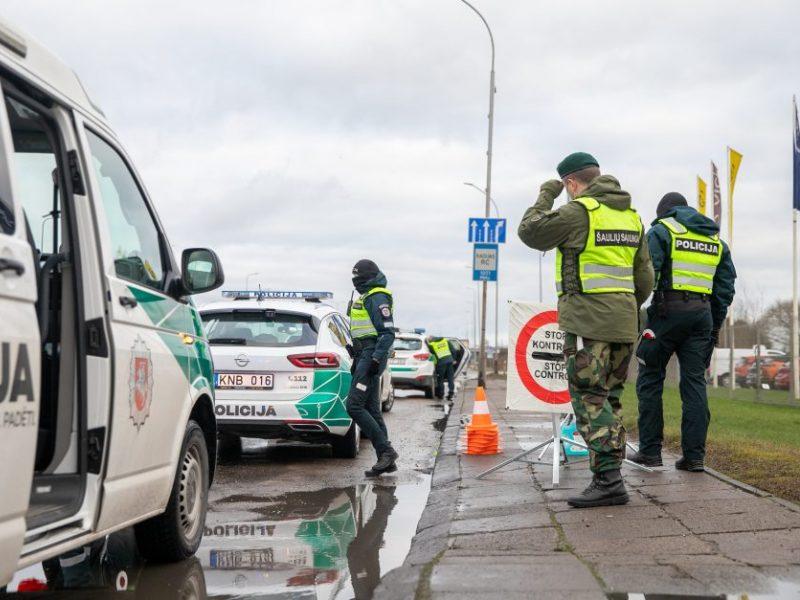 Savaitgalį apgręžta beveik 1 tūkst. automobilių, 393 žmonės nubausti už pažeidimus