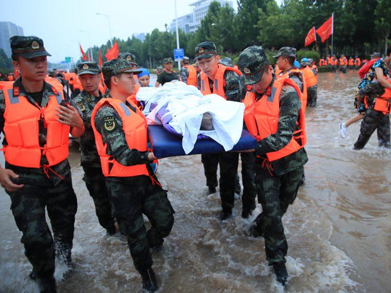 Artėjant taifūnui, Vidurio Kinijoje dėl potvynių evakuota dar daugiau žmonių