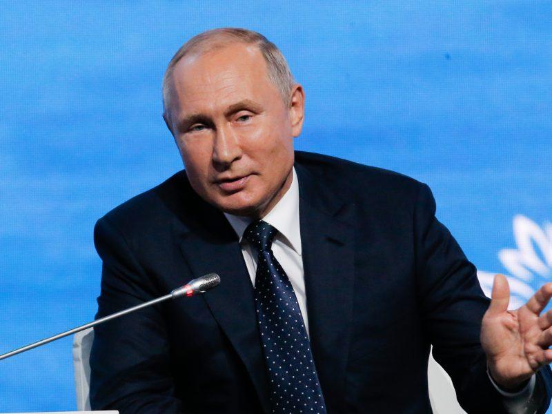 """V. Putinas: baigiamos """"didelio masto"""" derybos su Ukraina dėl apsikeitimo kaliniais"""