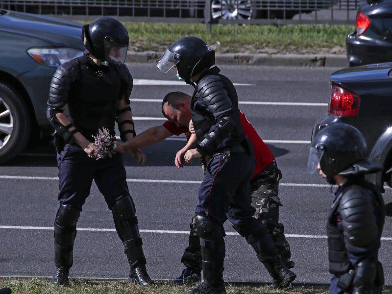 Baltarusijoje žmonės ir toliau reiškia nepasitenkinimą valdžia protestuodami