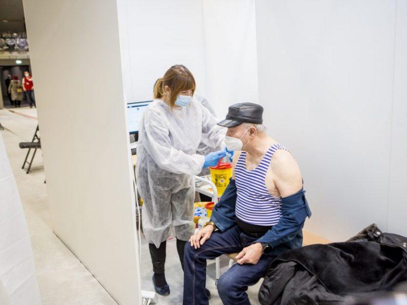 Statistika: bent vieną skiepą nuo COVID-19 gavo 30,5 proc. vyresnių nei 80 metų gyventojų