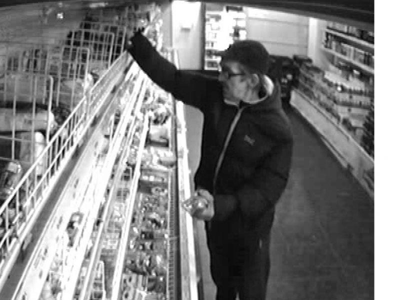 Pareigūnai aiškinasi, kas nesusimokėjo parduotuvėje ir sužalojo jos darbuotoją