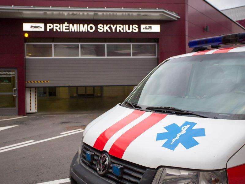 Dėl durtinių žaizdų į Vilniaus ligoninę atvežtas vyras iš jos pabėgo