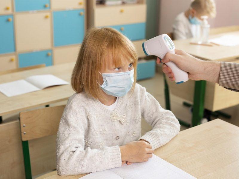 Koronavirusas ir vaikai: gydytojas įvardijo, kada atžalų nevesti į mokyklą